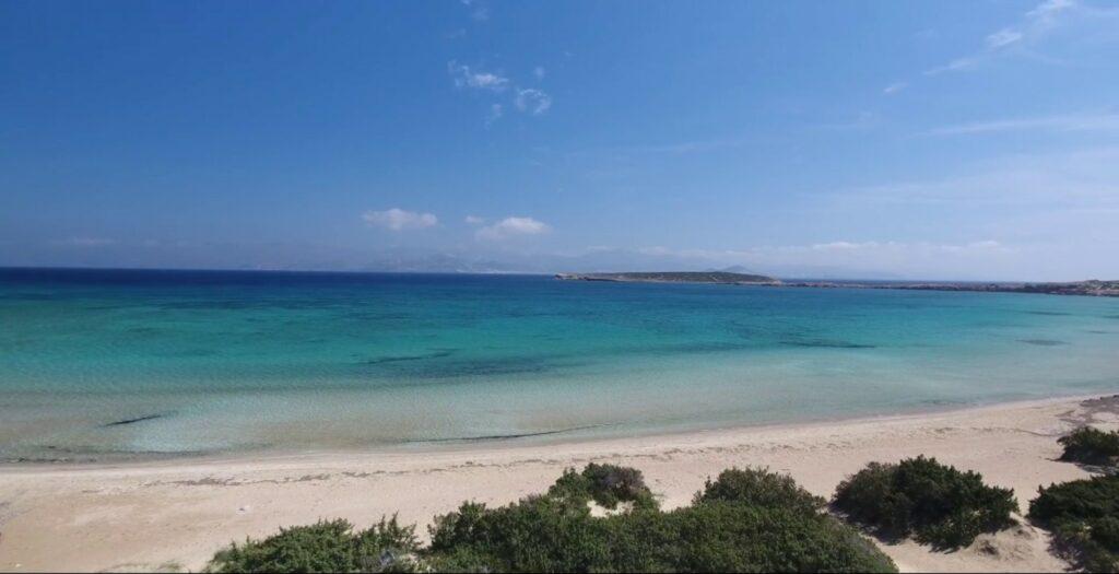 Παραλία Σάντα Μαρία: Βουτιές στην ξεχωριστή των Κυκλάδων1