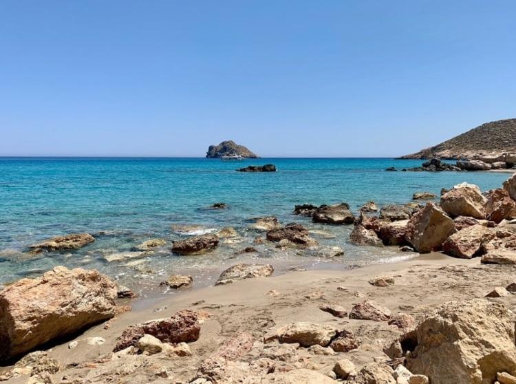 Άργιλος: Η ελληνική παραλία που κάνεις… φυσικό σπα