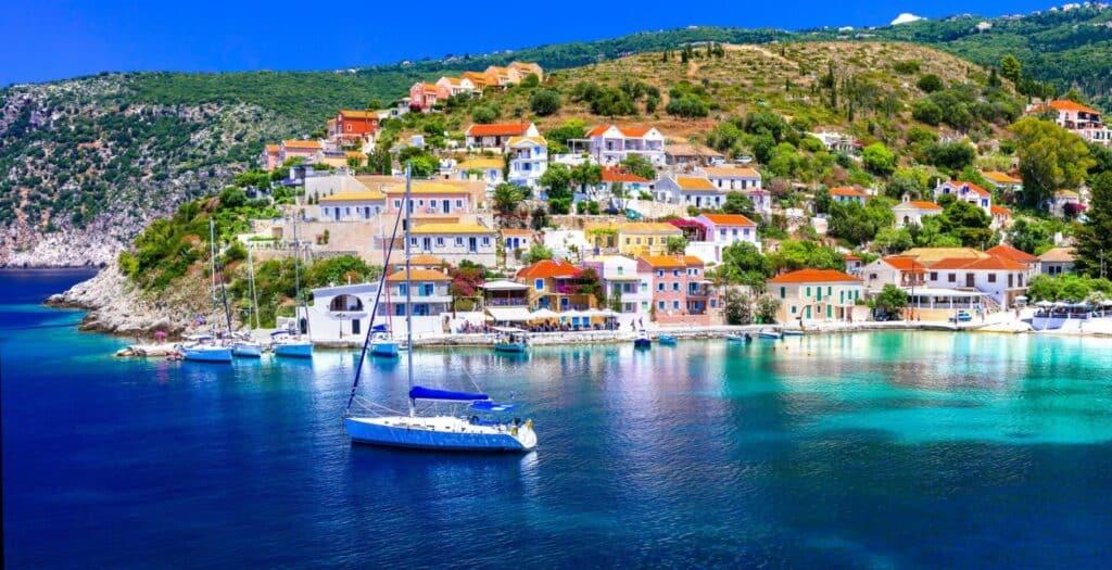 Άσσος: Το παραμυθένιο χωριό που ακουμπά στη θάλασσα