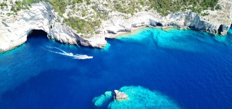 Πέντε εντυπωσιακές θαλασσοσπηλιές της Ελλάδας2
