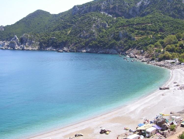 Τσίλαρος: Η πανέμορφη παραλία που θυμίζει λίμνη 1