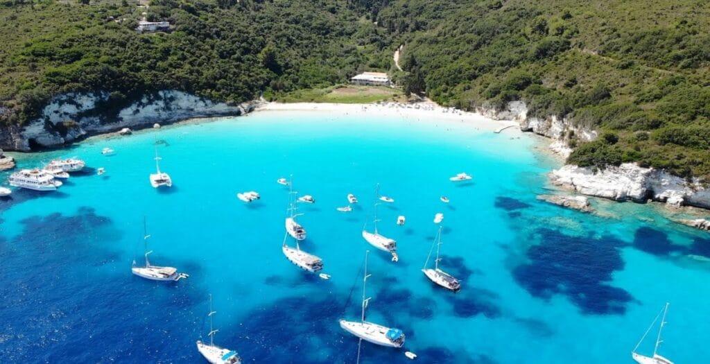 Το μικροσκοπικό νησί του Ιονίου με τα διάφανα νερά1