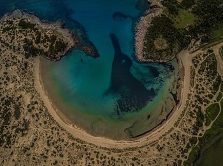 Βοϊδοκοιλιά: Η πολυφωτογραφημένη παραλία με το μοναδικό τοπίο