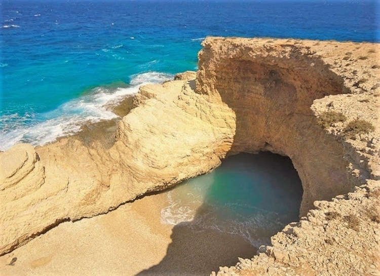 Η εντυπωσιακή παραλία που… αφρίζει σαν το γάλα!1