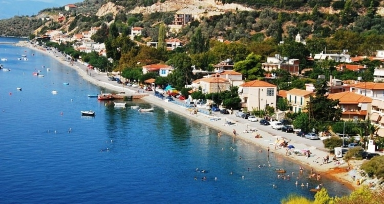 The beautiful Greek beach that permanently has warm waters