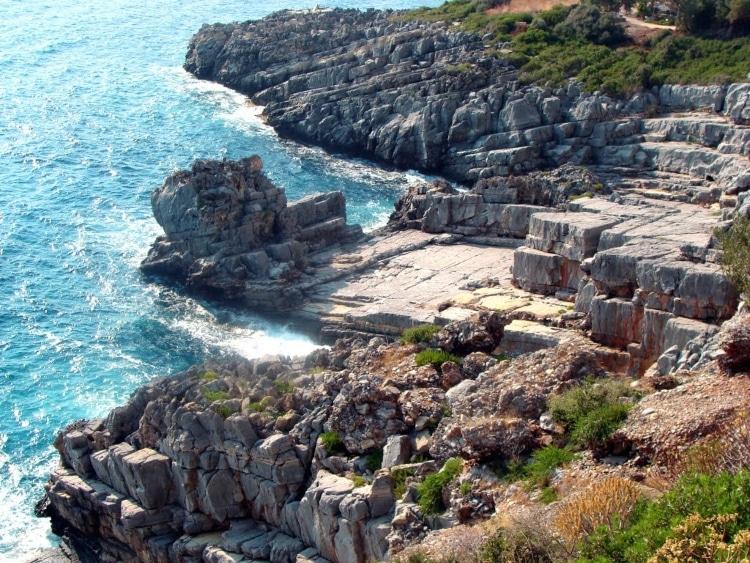 Η παραλία που ο Ταΰγετος ακουμπά στη θάλασσα1