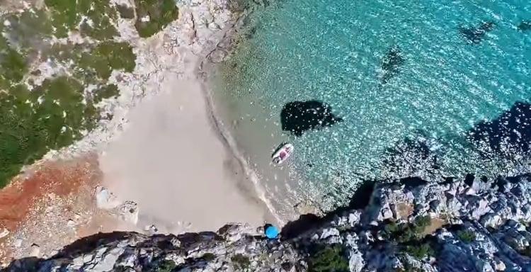 Το άγνωστο ελληνικό νησί που μοιάζει με κροκόδειλο