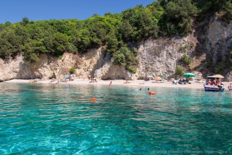 Σύβοτα: Η παραλία που είναι Πισίνα όνομα και πράγμα