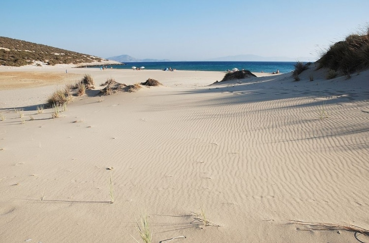 The golden beach of Pyrgaki in Naxos that leaves no one untouched1