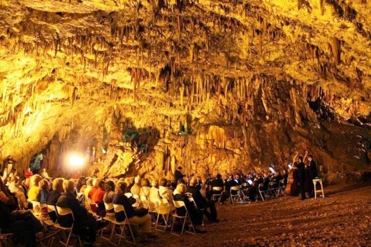 Το μοναδικό ελληνικό σπήλαιο στο οποίο πραγματοποιούνται συναυλίες1