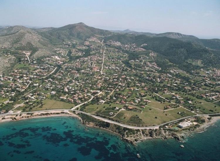 Θυμάρι: Η παραλία με τα γαλαζοπράσινα νερά 1 ώρα από την Αθήνα