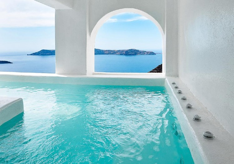 Santorini: The luxurious hotel where you go out on the balcony swimming3
