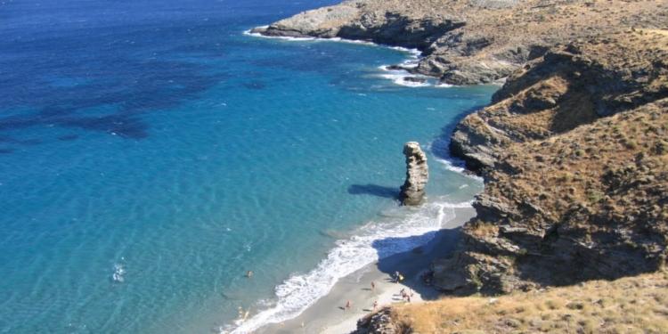 Της γριάς το πήδημα: Γιατί ονομάστηκε έτσι η διάσημη παραλία1