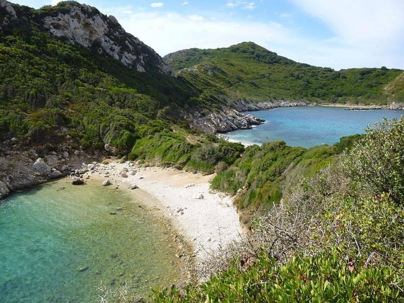 Οι δίδυμες παραλίες που χωρίζονται από μια λωρίδα γης1