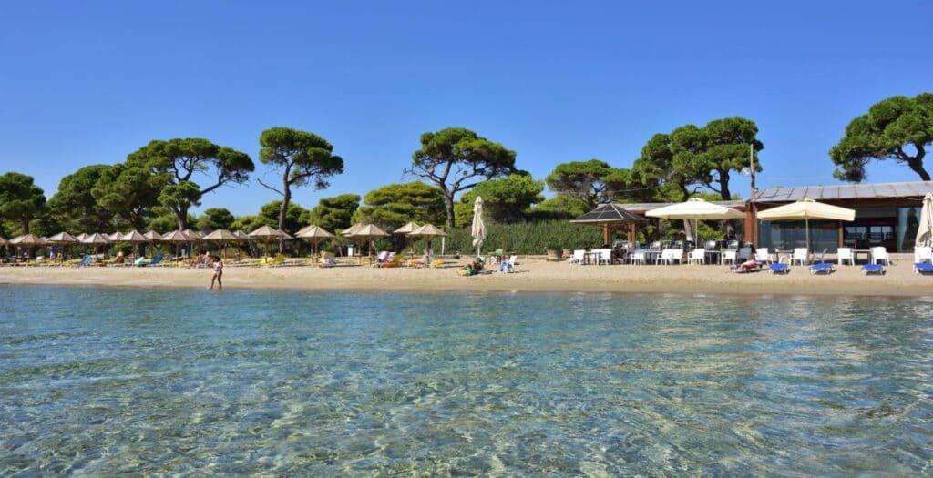 Πέντε όμορφες παραλίες στην Αττική με ρηχά νερά