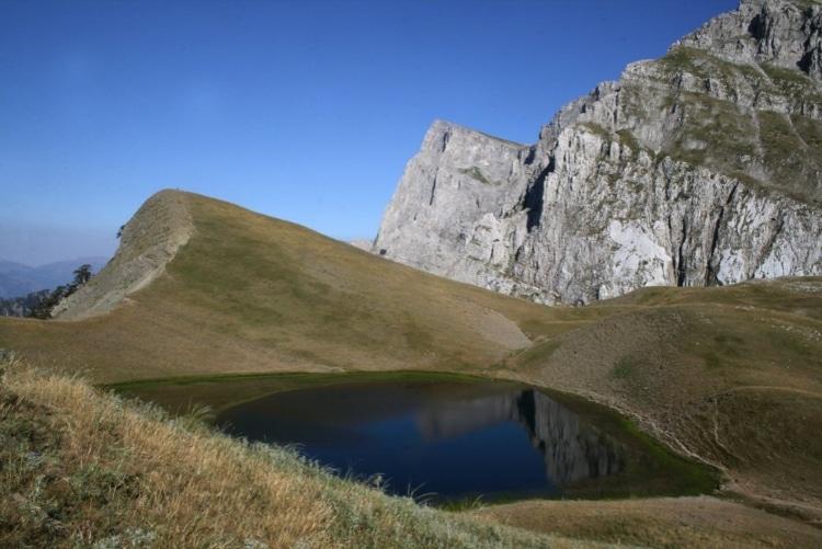 Οι μυθικές και εντυπωσιακές Δρακόλιμνες της Ελλάδας