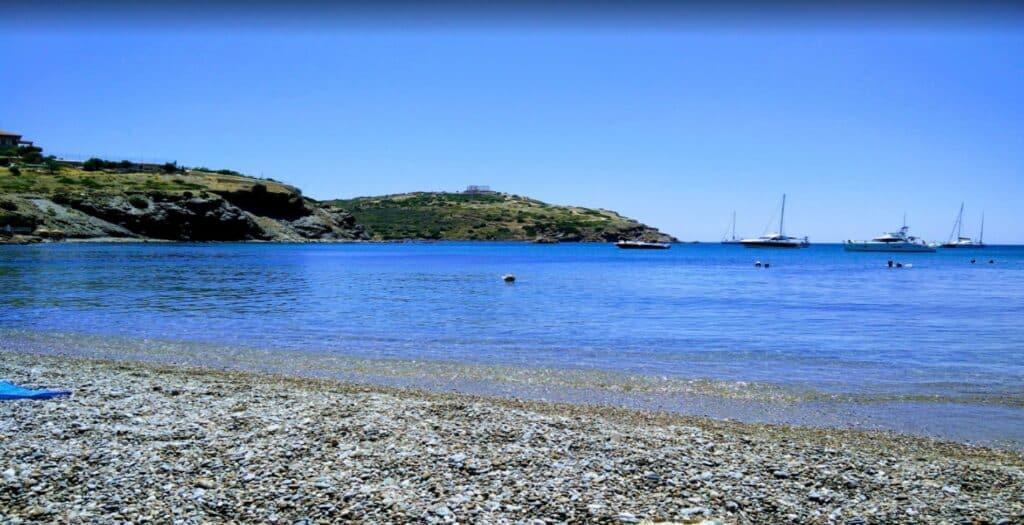 Άγιος Πέτρος: Η παραλία που κάνεις μπάνιο με θέα τον Ναό του Ποσειδώνα1