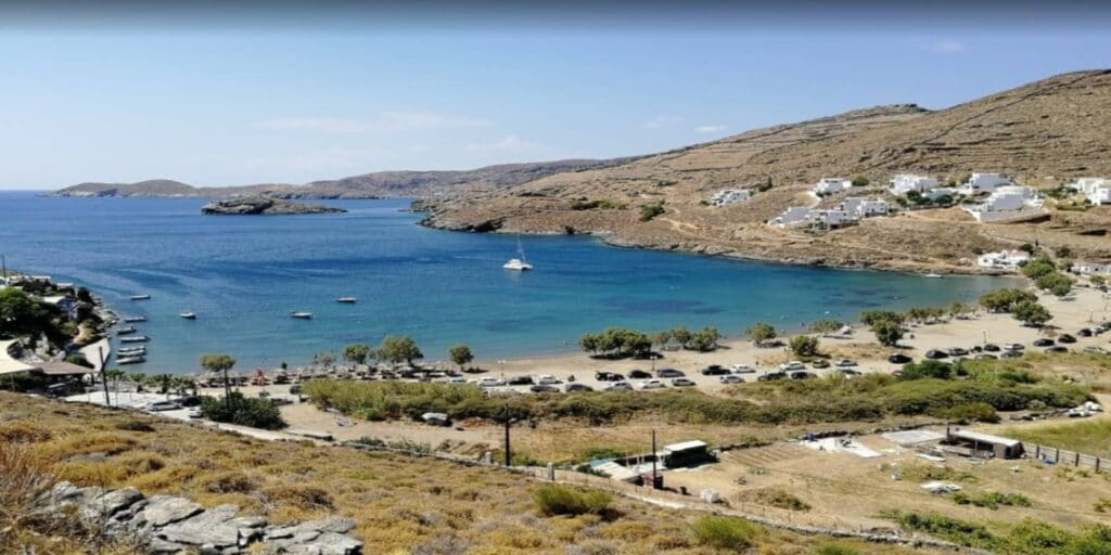 Οι παραλίες της Αττικής που προσφέρουν φυσική σκιά4