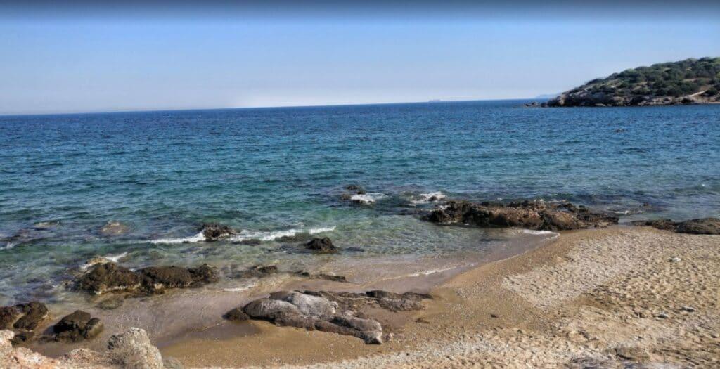 Λεγραινά: Η γαλάζια και αυθεντική παραλία την Αττική1