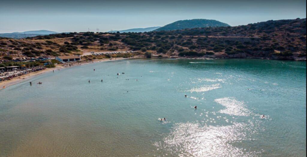 Ήρεμες παραλίες της Αττικής που δεν τις πιάνει ο αέρας
