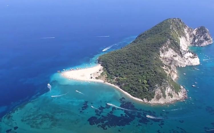 Το εξωτικό ελληνικό νησί που μοιάζει με χελώνα