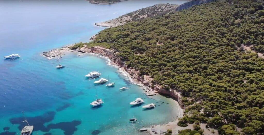 Μονή: Το ονειρεμένο νησί της Αττικής