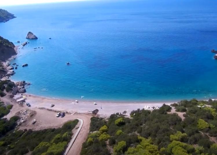 Τέσσερις ήσυχες παραλίες κοντά στην Αθήνα
