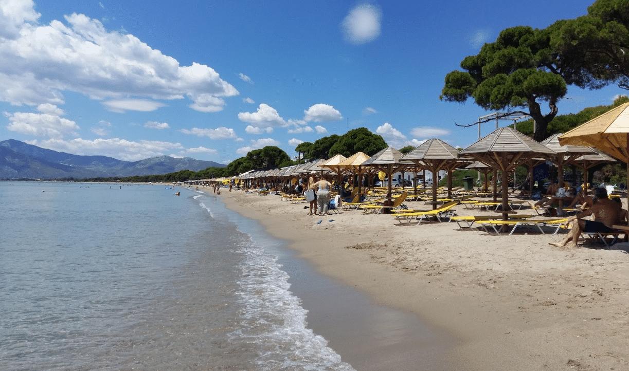 Παραλίες με εύκολη πρόσβαση και άνετο πάρκινγκ στην Αττική3