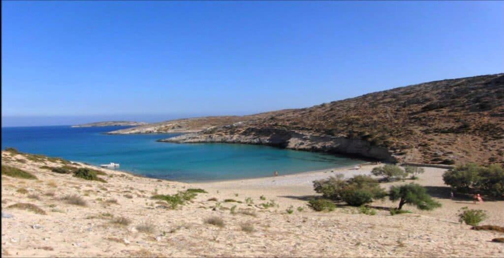 Το ελληνικό νησί του Ήλιου με τις 18 πανέμορφες παραλίες