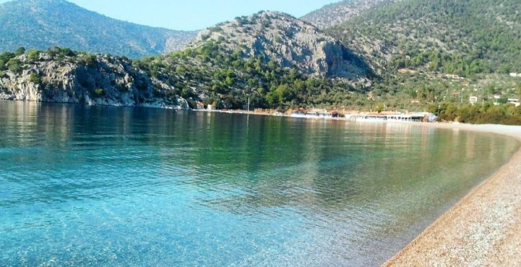 Τέσσερις παραλίες στην Αττική με ζεστά νερά