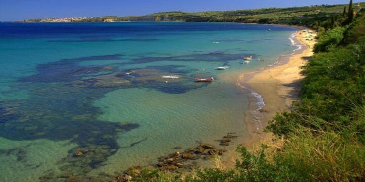 Η πανέμορφη ελληνική παραλία που έχει ακόμη και ασανσέρ1