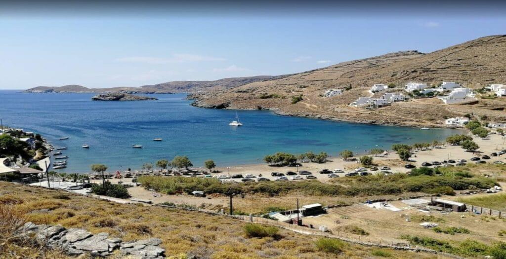Καλοπήγαδο: Η ήσυχη παραλία της Αττικής με τα καθαρά νερά