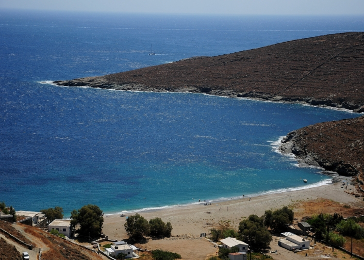 The island with 92 beaches next to Athens