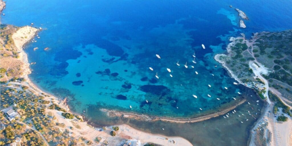 Οι παραλίες της Αττικής για οικογενειακές αποδράσεις