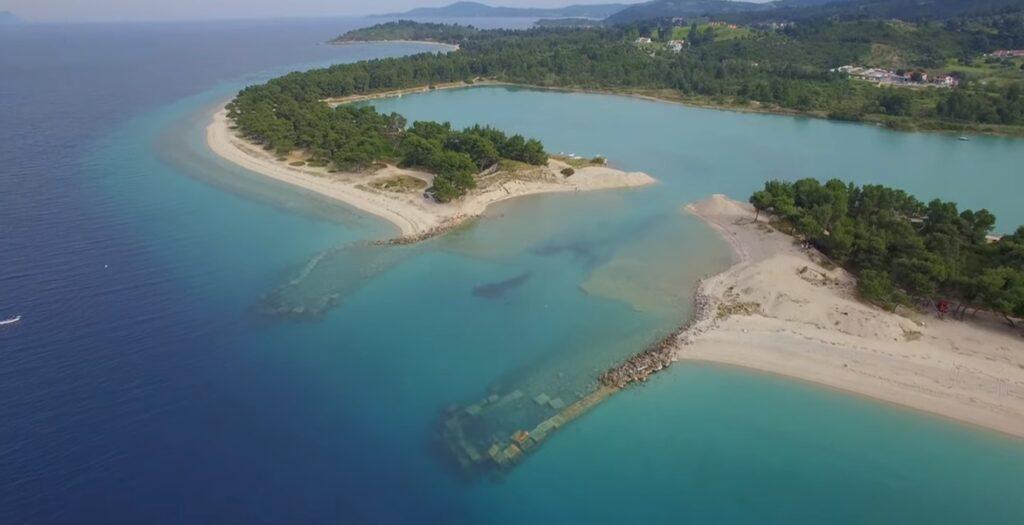 Γλαρόκαβος: Η γαλάζια λίμνη της Χαλκιδικής1