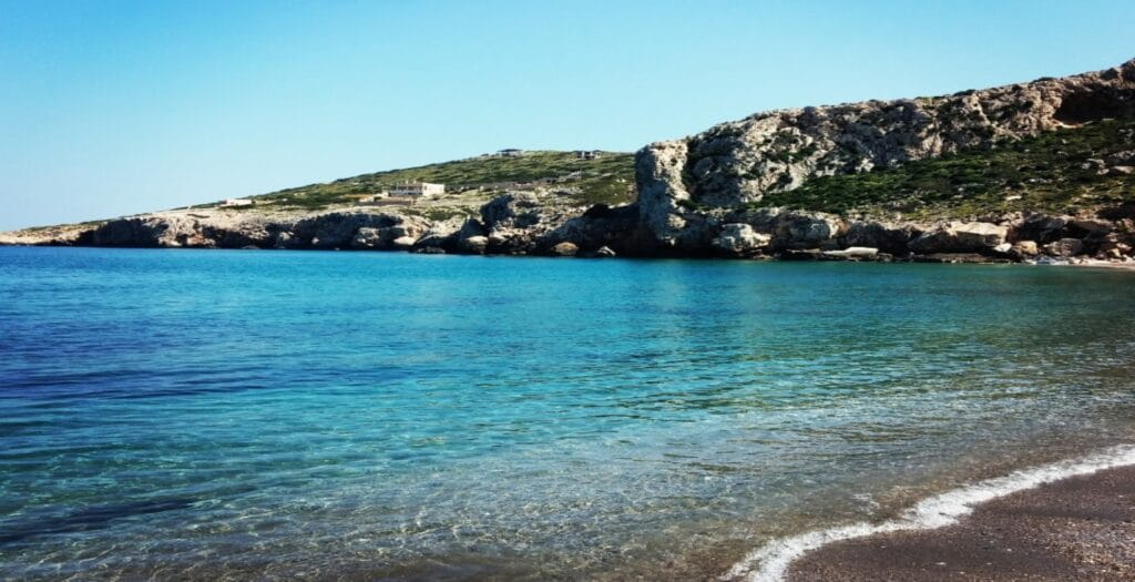 Κακή Θάλασσα: Η παραλία στην Αττική που δεν έχει καμία σχέση με το όνομά της