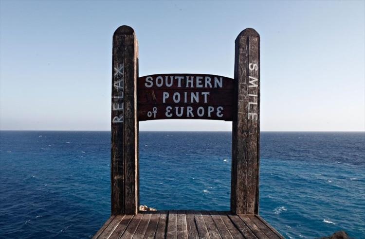 Η παραλία με την καρέκλα και τη θέα από το νοτιότερο σημείο της Ευρώπης1