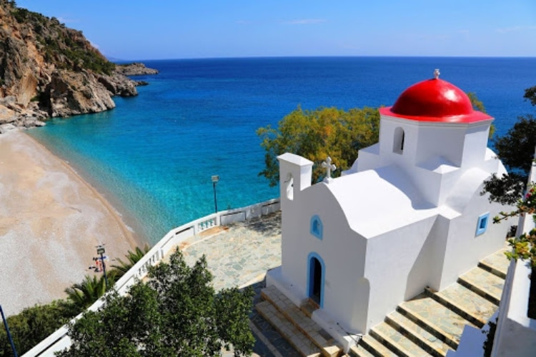 The Greek island that has been placed on the list of the cheapest destinations in the world2