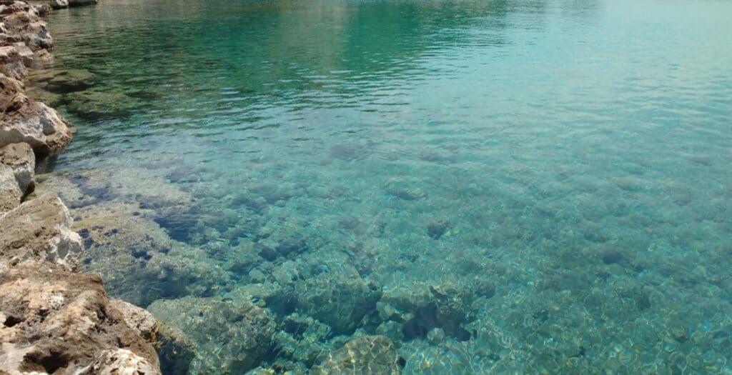 Η παραλία της Αττικής που δεν πιάνει σχεδόν ποτέ αέρας1