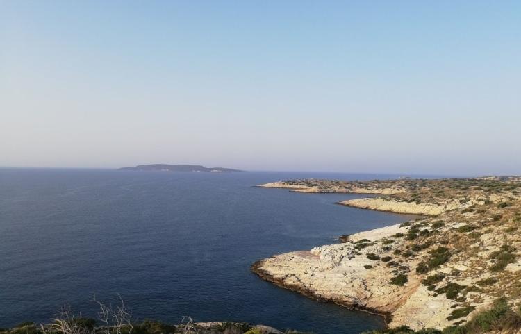 Η παραλία της Αττικής που δεν πιάνει σχεδόν ποτέ αέρας