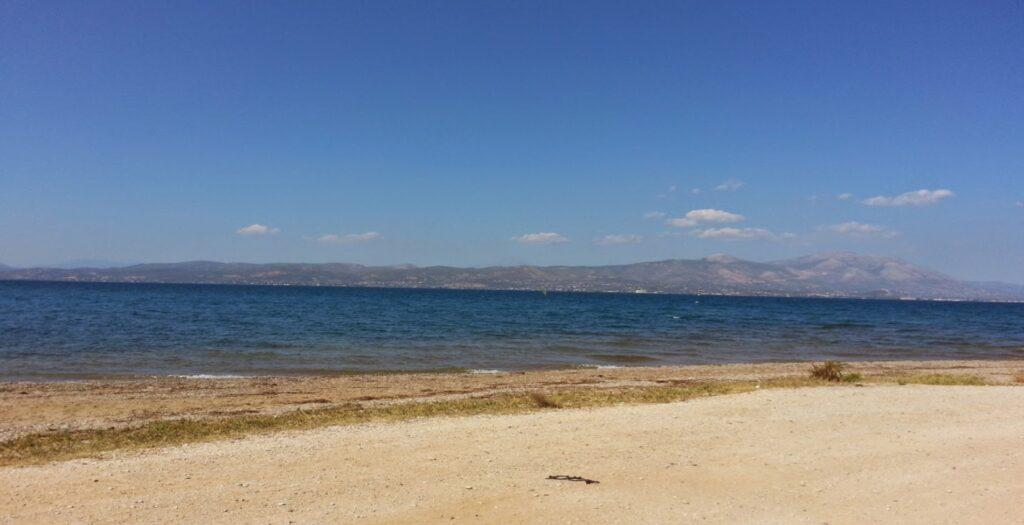 Πηγαδάκια: Η άγνωστη παραλία στην Αττική για ήρεμο μπάνιο1