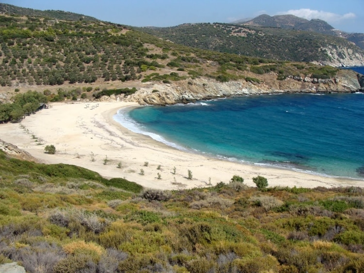 Heromylos: The exotic Aegean beach that you drive from Athens