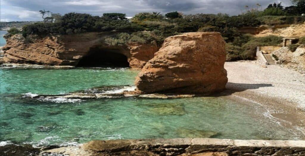 The hidden beach of Attica where you go... swimming1