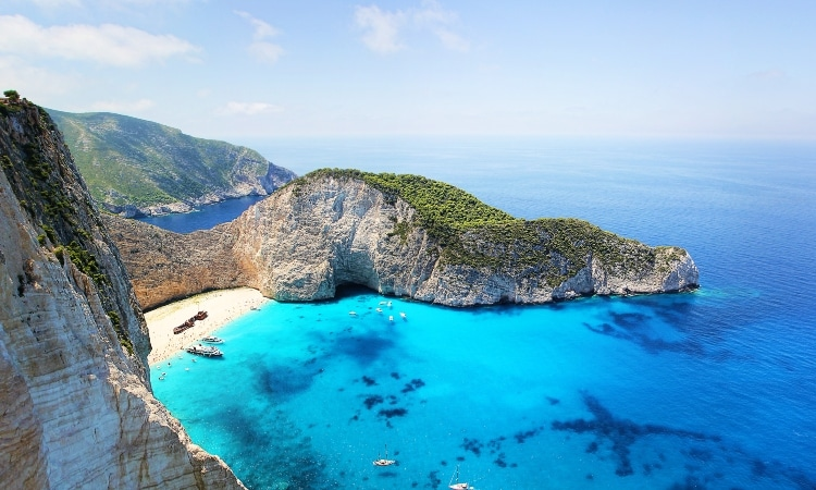 Do you know how many islands Greece has in total and where it is listed worldwide?