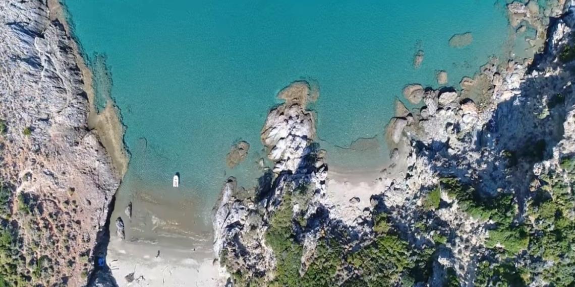 Σούρζα Μπουτ: Το απέραντο γαλάζιο του Αιγαίου που πας οδικώς