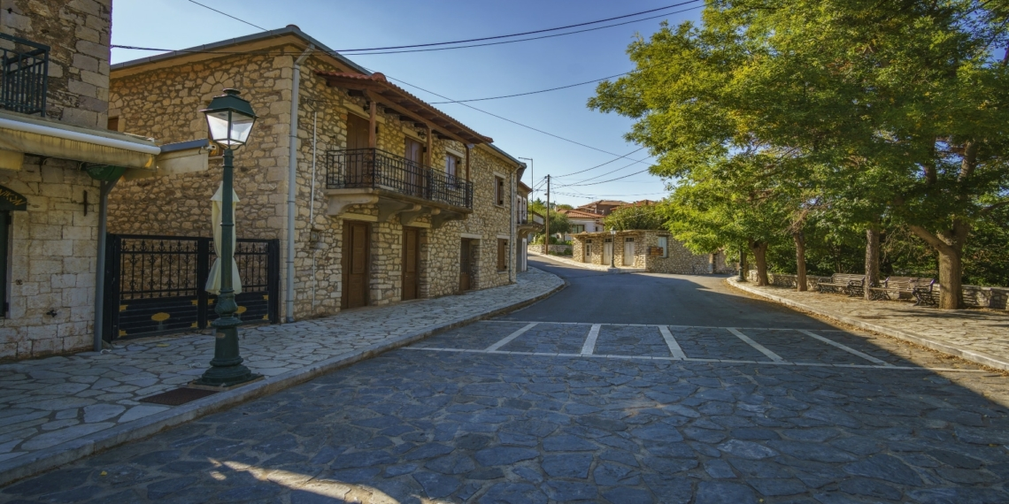 Το ελληνικό κινηματογραφικό χωριό με τα δύο ονόματα