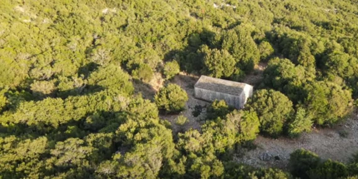 Το μικρό εκκλησάκι των Ταξιαρχών και η παράδοση με τον βοσκό που βρήκε την εικόνα