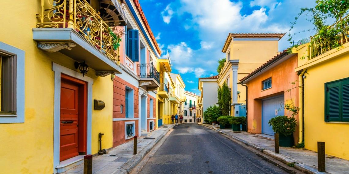 Η πολύχρωμη μικρή γωνιά της Αθήνας που σε ταξιδεύει όλες τις εποχές