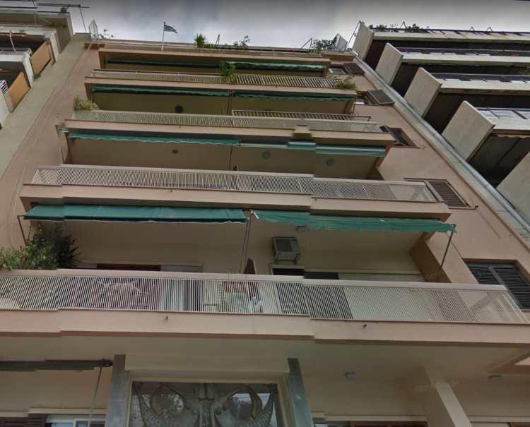 Πού και πώς είναι σήμερα η πολυκατοικία που δούλευε εργάτης ο Παπαμιχαήλ στις «Διπλοπενιές»