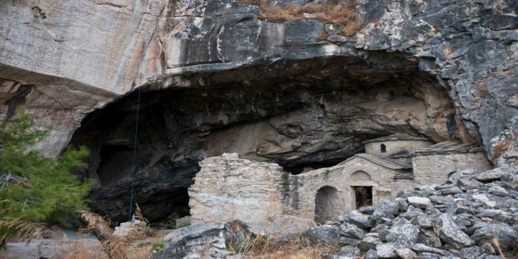 Σπηλιά του Νταβέλη: Τα μυστήρια, οι θρύλοι και η αλήθεια για τον λήσταρχο